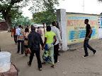 L'entrée des électeurs dans un centre de vote le 28/11/2011  à Kinshasa, pour les élections de 2011 en RDC. Radio Okapi/ Ph. John Bompengo