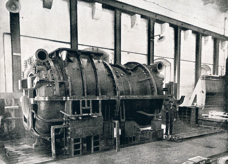 Crucero REINA VICTORIA EUGENIA. Turbina de babor. Libro Obras. SECN. Año 1923..JPG