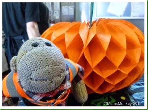 001paper pumpkin