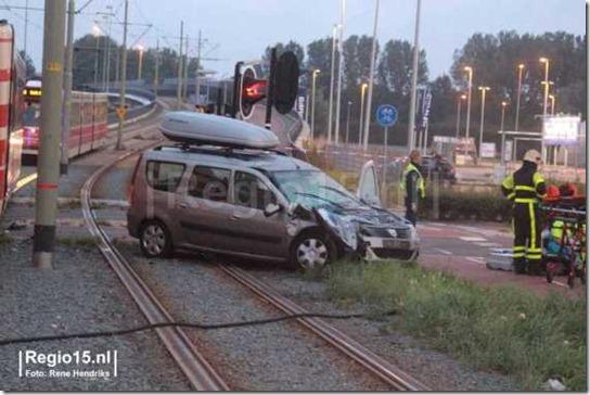 Dacia MCV tegen tram 02