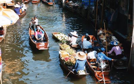 Damnoen Saduak: piata plutitoare Thailanda