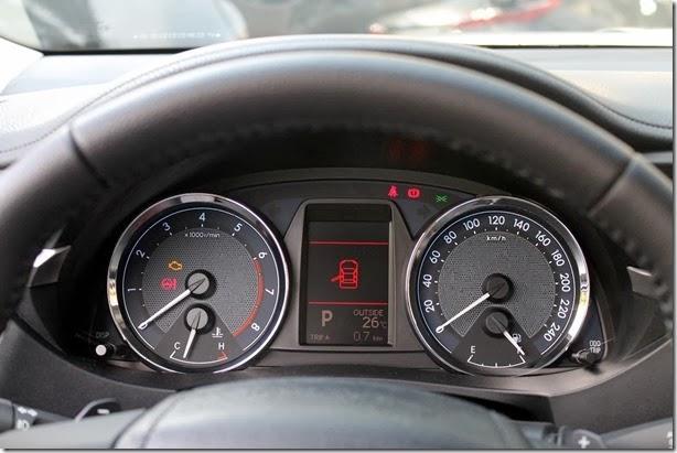 Toyota Corolla 2015 (14)_1600x1067
