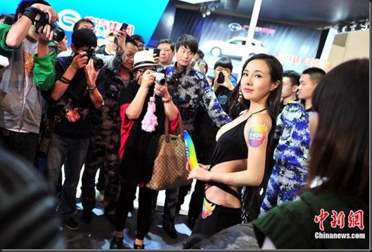 Gan-Lulu-at-2012-Beijing-auto-show-6-560x373