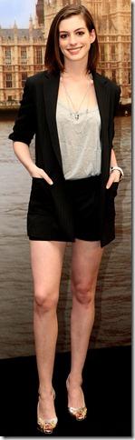 anne_hathaway_shorts_420