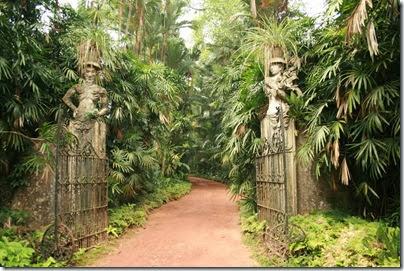 entrance-in-brief-garden-ff673cec-fd64-434b-b7cb-3ef7aad1cc00