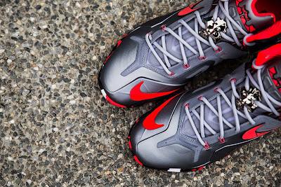 nike lebron 11 ps elite silver crimson camo 2 02 Nike LeBron 11 Elite Team Collection Outdoors and Up Close