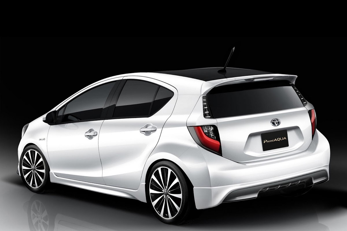 Компания Toyota показала обновленный хэтчбек Aqua