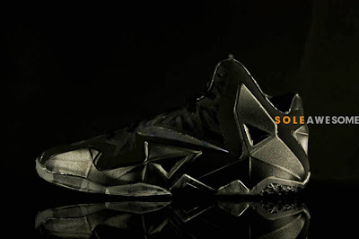 nike lebron 11 gr triple black 2 07 Detailed Look at the Nike LeBron XI Black Out (616175 090)