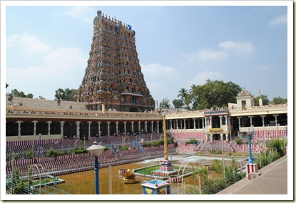 golden lotus pond_meenakshi_temple_madurai