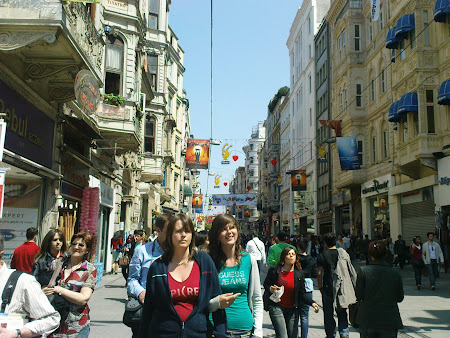 Istanbul: Istiklal Caddesi, main shopping street of Istanbul
