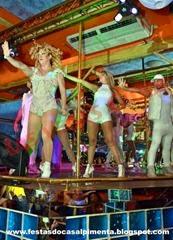 Show com Ms Stivens e bailarinos