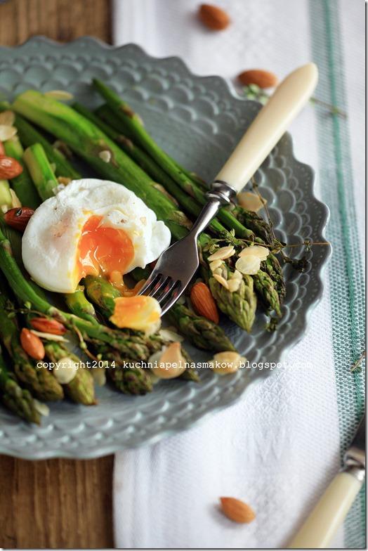 szparagi pieczone z migdałami plus jajko w koszulce (6)