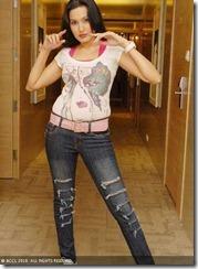 Kamya Punjabi sexy in jeans
