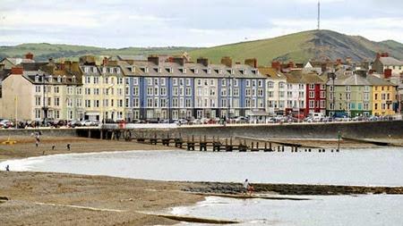 aberystwyth-sea-front-564160148