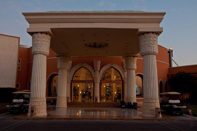 Отель Caribean World Resort Soma Bay. Хургада. Египет. Главный вход в отель.