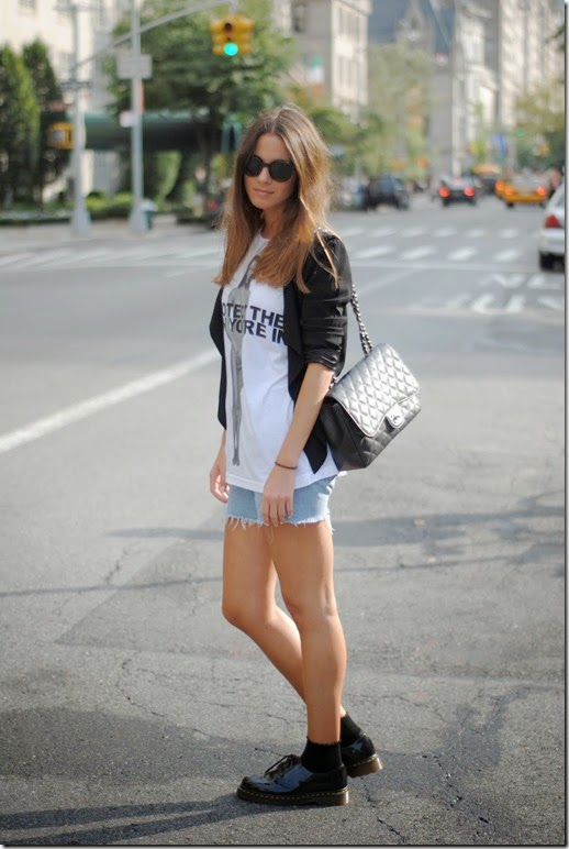 marc by marc jacobs t-shirt,levi's shorts,chanel bag,h&m blazer,dr martens shoes,vintage sunglasses2