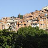 Les favellas sont localisées sur tous les flancs de montagne de la ville. Il ne fait pas bon y trainer.