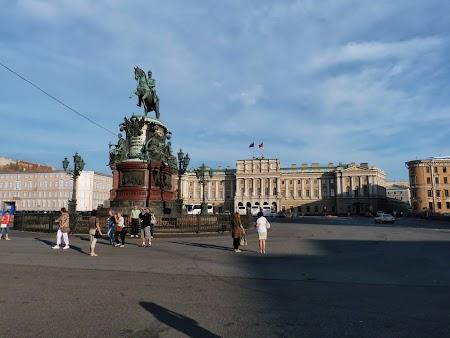 Obiective turistice St. Petersburg: Statuia tarului Nicolae I