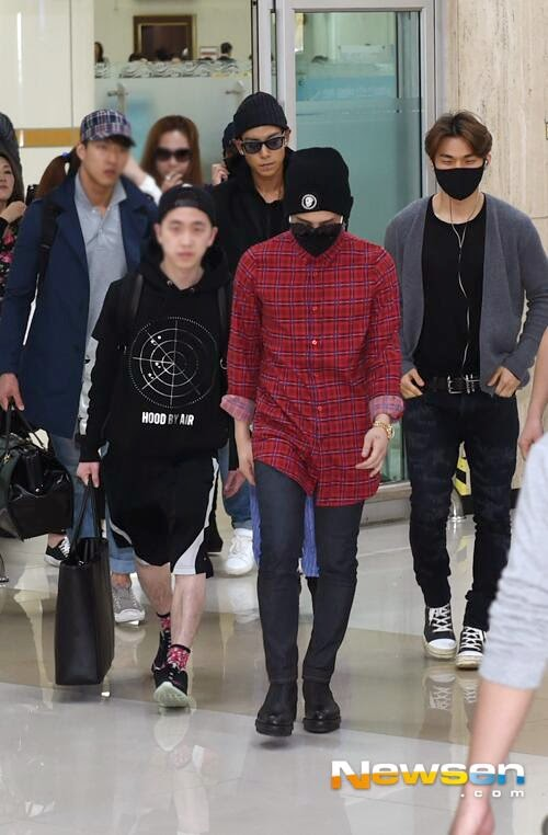 G-Dragon - Gimpo Airport - 14apr2014 - Press - Newsen - 2.jpg