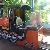 Silje og kusine Sofie prøvede toget selv.