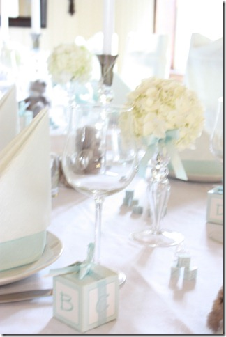 barnedåp inspirasjon baby gutt blå borddekking blomster IMG_2526