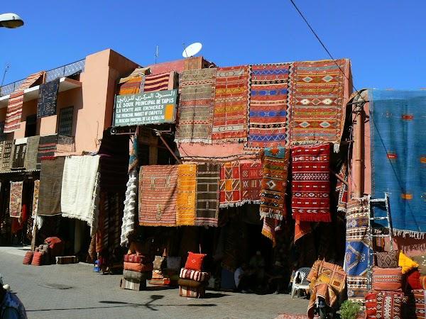 Imagini Marrakech: bazar cu covoare