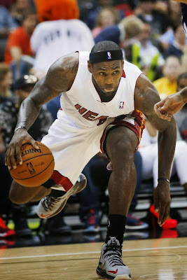 lebron james nba 131011 mia vs cha 01 LBJs Preseason Wears: Soldier 7, Ambassador 6, LeBron 10s