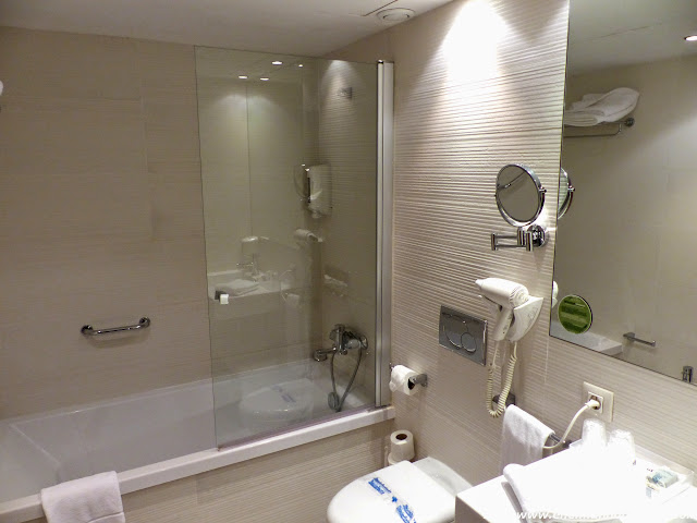 baño-habitacion-hotel-agora.JPG
