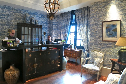 jin loves to eat hotel le royal lyon. Black Bedroom Furniture Sets. Home Design Ideas