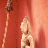 Danseuse situé devant la tombe de Shiva - Boudha est aussi présent dans la religion Hindou