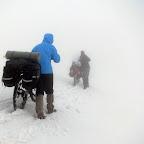 Проехав немного асфальта вновь рвемся в горы, на этот раз нас ждет интересный сюрприз - на высоте выше 1000 метров висело облако, в котором нам предстояло идти почти весь день. На высоте выше 2300 дорога была еще закрыта снегом, это незабываемо.
