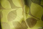 """Ekskluzywna tkanina typu """"tafta"""". Motyw roślinny - liście. Na zasłony, poduszki, narzuty, dekoracje. Szeroka. Zielona, złota."""