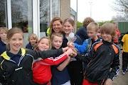 Schoolkorfbaltoernooi ochtend 17-4-2013 399.JPG