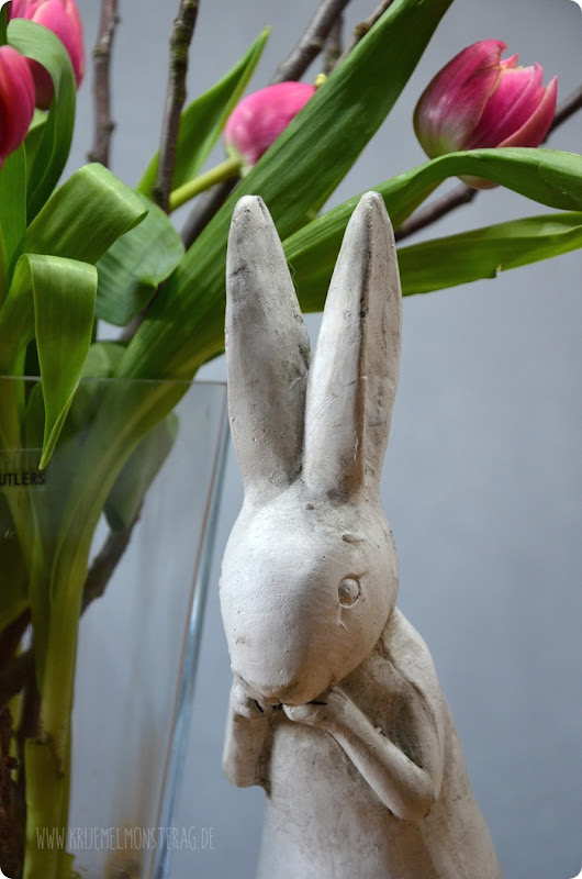 gefüllte Tulpen (02) mit Kirschblütenzweig und Peter Rabbit