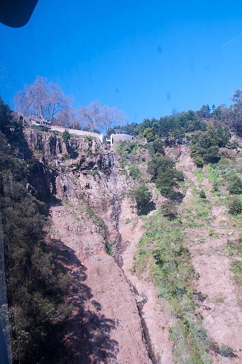 21. Ощущение каньонности нас не покидает до последних моментов поездки. Канатная дорога. Фуншал. Мадейра. Португалия. Круиз на Costa ConCordia.