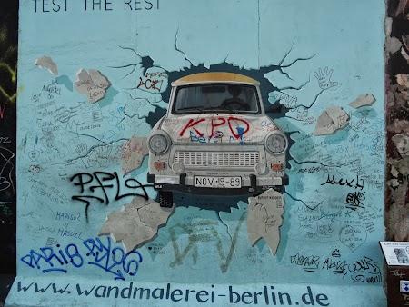 Obiective turistice Berlin: Trabantul care sparge zidul
