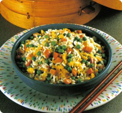 Riso alla cantonese pietanza di origine cinese molto for Piatti cinesi mangiati in italia