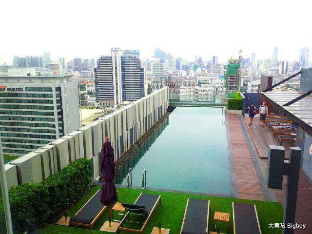 Mercure Bangkok Siam酒店的天台樂園