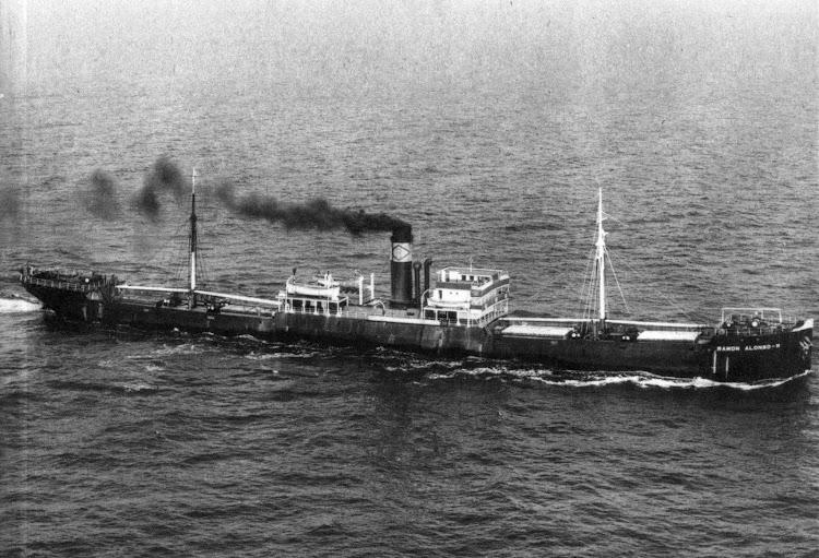 Vapor RAMON ALONSO R. ya como carguero. Foto del libro La Casa Ramos, 1.845-1.960. Más de un Siglo de Historia Marítima.jpg