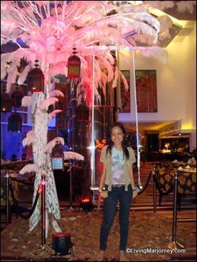 Acacia Hotel: Under the Acacia Tree
