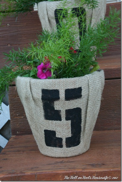 porch and burlap pots 037