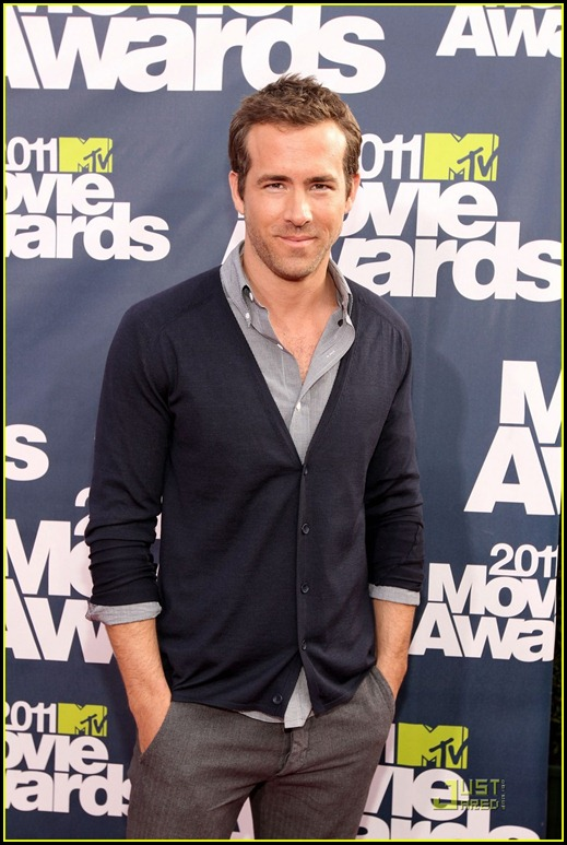 andrew-garfield-ryan-reynolds-mtv-movie-awards-2011-06