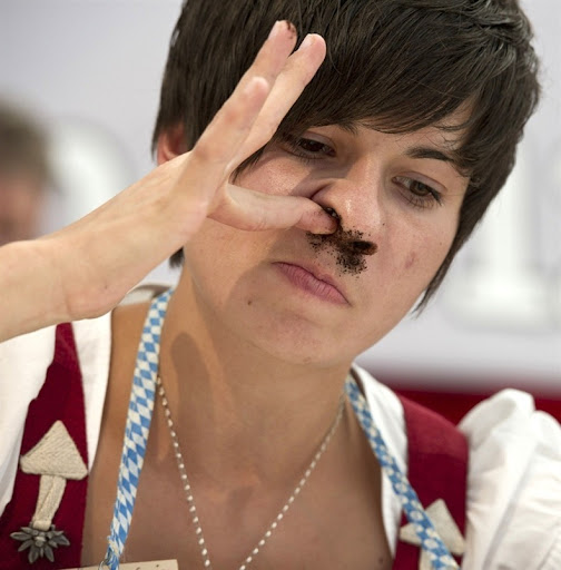 Tobacco Sniffing at World Snuff Championship | Amusing Planet