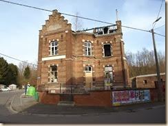 Lamine, hoek Rue de Hodeige en Rue du Frenay: voormalige gemeenteschool, afgebrand tussen augustus 2008 en maart 2010