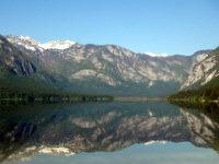 Odsev Bohinjskih gora v jezeru