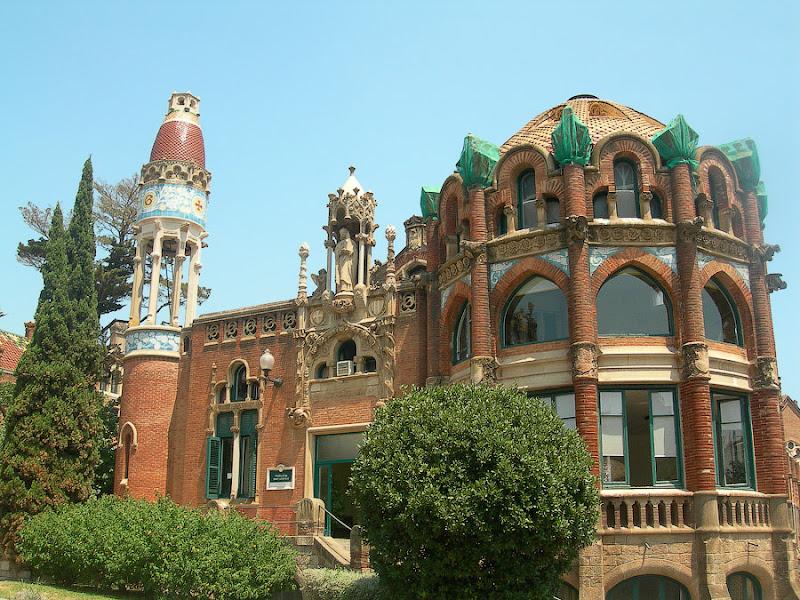 Госпиталь Святого Креста и Святого Павла. Барселона. Испания. Больничные корпуса.