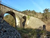 Kamniti železniški most nad Branikom