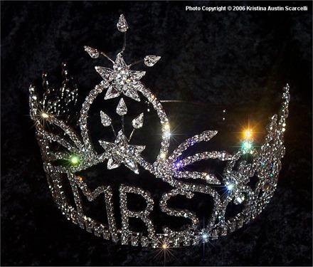 Mrs. United States crown