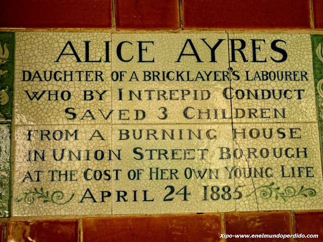 placa-alice-ayres-pelicula-closer-londres.JPG