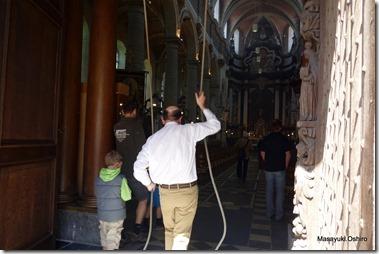 教会の鐘を鳴らすのはこの人